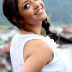 Hot actress kajal agarwal side boobs visible naked shoulder