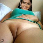 Naked thigh Remya Nambeesan showing her shaved pussy nude pundia