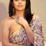 Anasuya Bharadwaj nipple visible in Saree without blouse