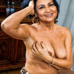 Topless old actress Sharmila Tagore boobs nipple milf show without bra